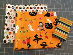 Fabric Mill: Trick or Treat Bag Tutorial Diy Halloween Trick Or Treat Bags, Halloween Bags, Halloween Costumes For Kids, Fall Halloween, Halloween 2018, Easy Quilts, Quilting Tutorials, Bag Making, Paper Dolls