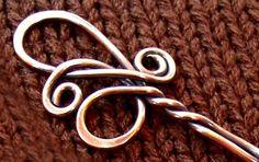 Twist cuivre élégant châle Pin - main et chaleur forgé
