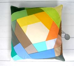 crazy patchwork pillow cover made by lamoppe Patchwork Cushion, Quilted Pillow, Quilting Projects, Quilting Designs, Quilt Inspiration, Diy Couture, Sewing Pillows, Deco Design, Design Moderne