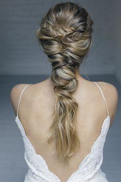 Beautiful hair & make up Headpiece and backchain by www.la-chia.de foto @Kreativ Wedding #headpiece #hair #tocado #corona #crown #backchain # updo #mua #bridalstyl #bride #Brautfrisur @tausendschoenp