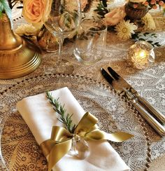 Rosemary napkin decor - Wedding in Tuscany Planning and coordination SposiamoVi http://sposiamovi.it/en/locations/wedding-tuscany/