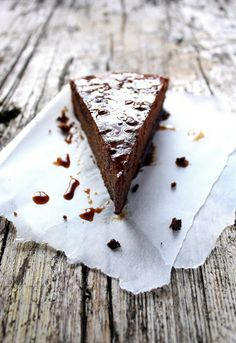 Pratos e Travessas: Bolo de chocolate com calda de café e canela | Recipes, photography and stories