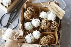 Rocky road truffles Peanut Butter Truffles, White Chocolate Truffles, Decadent Chocolate, Chocolate Treats, Chocolate Covered, Christmas Truffles, Cooking Chocolate, Truffle Recipe, Rocky Road