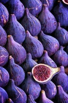 Feigen Ultra Violet Pantone Colour of the Year 2018 lila purple Purple Food, In Natura, Exotic Fruit, All Things Purple, Purple Stuff, Purple Aesthetic, Purple Rain, Color Of The Year, Shades Of Purple