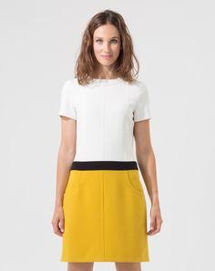 Chicissime, on adopte cette robe color block pour son élégant mix de couleurs! On aime: - ses poches - sa coupe droite  Matière principale: 63%polyester / 33%viscose / 4% elasthanne