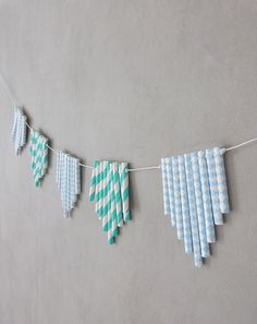 DIY Déco La Guirlande de Pailles La Fabrique Pailletée Diy For Kids, Crafts For Kids, Tassel Necklace, Arrow Necklace, Idee Diy, Decoration, Turquoise Bracelet, Birthday Parties, Retro