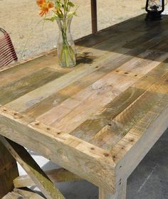 Pallet Furniture + DIY Crafts :: Directory of Free Projects