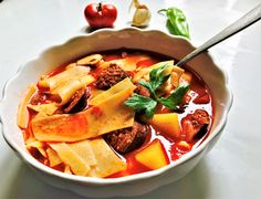Hungarian Recipes, Thai Red Curry, Food And Drink, Ethnic Recipes, Soups, Simple, Red Peppers, Soup