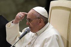 Auf dem Teppich geblieben: Papst Franziskus will sich nicht sämtliche weltlichen Pflichten abnehmen lassen