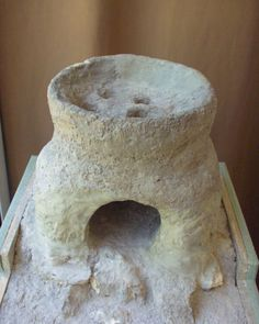 Celtic clay stove in Hungary. Fireplace Design, Fireplace Mantels, Burnt Offerings, Clay Oven, Fire Pit Designs, Stove Oven, Rocket Stoves, Primitive Kitchen, Iron Age