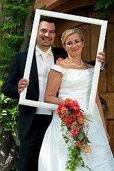 Tolle Fotos mit Fotorahmen auf der Hochzeit.