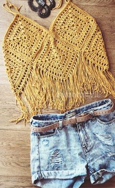 Stylish Free Crochet Top Pattern Design Ideas and Images - Page 39 of 40 - Daily Crochet! Crochet Bra, Crochet Woman, Crochet Blouse, Crochet Crafts, Crochet Clothes, Free Crochet, Crochet Top Outfit, Boho Crochet Patterns, Crochet Tank Tops