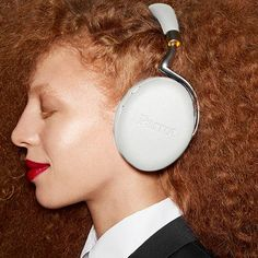 2.0 Wireless Headphones - White by Philippe Starck for Parrot #MONOQI #SOUND
