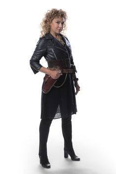The BBC have today released promotional pictures for the 2015 Doctor Who Christmas special, The Husbands of River Song. Starring Peter Capaldi as the Twelfth Doctor and Alex Kingston as River Song,. River Song Outfit, River Song Cosplay, River Song Costume, Alex Kingston, Doctor Who Christmas, Song Images, Doctor Who Tumblr, 12th Doctor, Twelfth Doctor