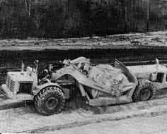 562 strips kaolin at a china clay deposit in Georgia, 1964. Oddly angled bowl lift cylinders still provided a good measure of cutting edge penetration despite the strange geometry.