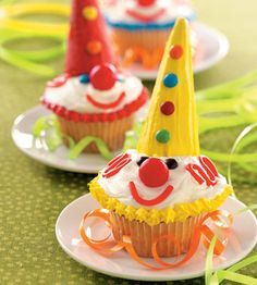 I LOVE this Carnival Cupcakes, Circus Cupcakes, Circus Carnival Party, Circus Theme Party, Kid Cupcakes, Carnival Birthday Parties, Circus Birthday, Halloween Birthday, Carnival Ideas