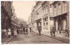 Z 017 Heuvelstraat tussen Heuvel en WillemII-straat. Links drogisterij Van Eijsden, rechts ingang Parkstraat 1908