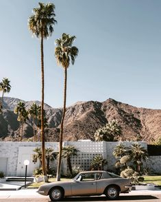 It's actually unfair how COOL these desert homes are! Desert Homes, Palm Springs, Ash, Deserts, California, Cool Stuff, Travel, Instagram, Gray