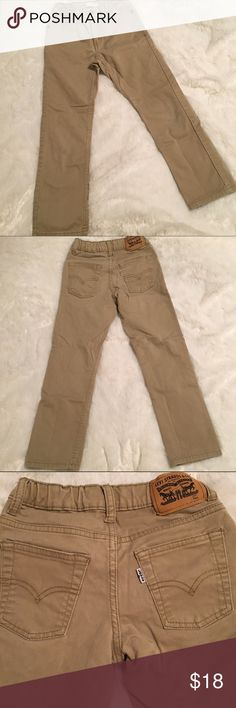 🆕Listing! Boy's Levi's 511 Slim Khaki Pants Boy's 511 Slim Khaki pants by Levi's. Super cute and very soft pants. Last pic shows VERY faint grass stain on knee that wouldn't come out. Barely noticeable but wanted to mention. Size 7 reg Boy's. 2% stretch. ❌NO TRADES ❌NO LOWBALLING❌ Levi's Bottoms Casual