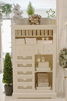 Winter Time: White Christmas 2013 - A great look that would go well with Burlap and White Christmas bathroom