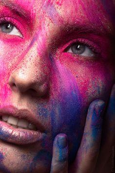 Untitled by Stanislav Gavrushin on Beauty Makeup Photography, Paint Photography, Girl Photography Poses, Creative Photography, Makeup Collage, Makeup Art, Photographic Makeup, Holi Photo, Holi Powder