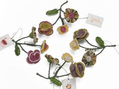 Sophie Digard, that Parisian queen of crochet, has also created a wonderful sprig of flowers to enliven your woolen sweaters: