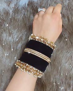 Antique Jewellery Designs, Fancy Jewellery, Jewelry Design, Bridal Bangles, Bridal Jewelry Sets, Bridal Jewellery Inspiration, Pakistani Bridal Jewelry, Indian Jewelry Sets, Hand Jewelry