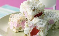 White Chocolate and Rice Bubbles Rocky Road Recipe - Cake stall Cereal Recipes, Cake Recipes, Xmas Recipes, Kidspot Recipes, Quick Recipes, Dessert Recipes, Rice Bubble Recipes, White Chocolate Rocky Road, Cake Stall