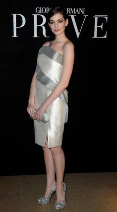 Anne Hathaway Photo - Paris Fashion Week Haute Couture S/S 2010 - Giorgio Armani Prive