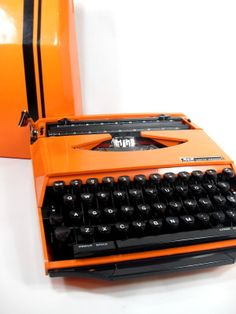 Smith & Corona Portable Typewriter SUPER G, Karman Ghia - Great for decorating a room with.