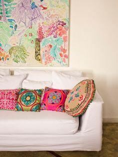 Blue, cream and white sofa ideal home, bunt, house colors, bohemian interio Deco Boheme Chic, Home Interior, Interior Design, Bohemian Decor, Decoration, Ideal Home, House Colors, Home Deco, Bunt