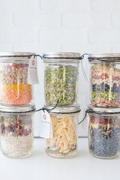 6 Homemade Soup Mixes in a Jar - Food Pot Mason, Mason Jar Meals, Mason Jar Gifts, Meals In A Jar, Gift Jars, Homemade Dry Mixes, Homemade Soup, Homemade Gifts, Dry Soup Mix