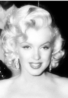 Photos of the sublime, divine and legendary Marilyn Monroe. Revisit his life through sumptuous pictures and photos. No biography, just beautiful photos. A tribute to Marilyn Marylin Monroe, Fotos Marilyn Monroe, Marilyn Monroe Portrait, Divas, Brigitte Bardot, Hollywood Glamour, Hollywood Stars, Hollywood Actresses, Robert Mapplethorpe