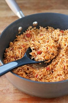 Easy Salsa Rice is a simple flavorful weeknight side dish and just 211 calories or 6 Weight Watchers Freestyle SmartPoints per cup! Cooking Light Recipes, Easy Cooking, Rice Recipes, Healthy Cooking, Mexican Food Recipes, Healthy Eating, Ethnic Recipes, Mexican Meals, Cooking Oil