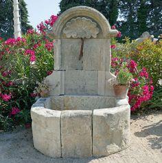 Belle fontaine ancienne en pierre avec fronton et coquille Régence Fountain, Waterfall, Creations, Outdoor Decor, Garden Ideas, Home Decor, France, Unique, Gardens