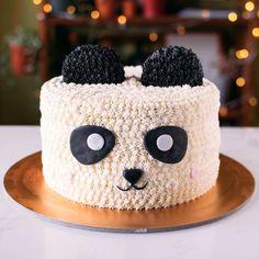 Bolo Panda +de 50 Ideias Super Fofas e Divertidas #BoloPanda #Bolo #Panda #PandaCake Lion Cakes, Panda Cakes, Bear Cakes, Puppy Dog Cakes, Bolo Panda, Piggy Cake, Rabbit Cake, Cake Sizes, Animal Cakes