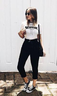 Look blusa + calça főiskolai outfitek, 90 es évek divatja, lány divat, tumb Cute Casual Outfits, Chic Outfits, Summer Outfits, Fashion Outfits, Girl Outfits, Look Fashion, Girl Fashion, Outfits With Converse, All Black Outfit