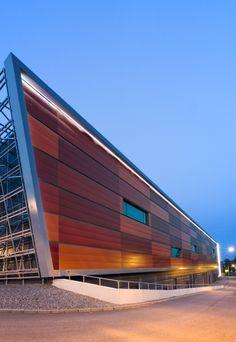 Sunfilm Solar Factory by Hunter Douglas – I like lighting on top edge + roof angle