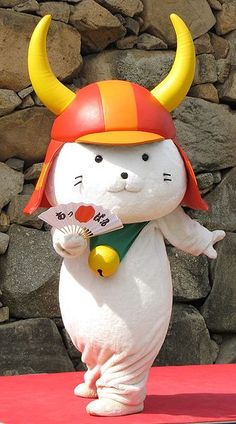 Hikonyan is a character of Hikone city, Shiga, Japan. He is doing performance at Hikone Castle.