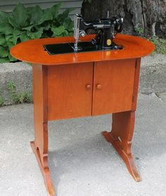No. 68 Singer Original Featherweight 221 Cabinet Table with / Oval Top