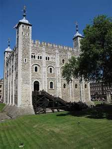 Tower of Londen - The White Tower built by William the Conqueror. 2 princes mysteriously disappeared in this place