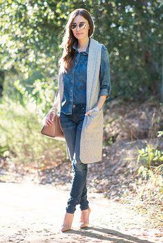 outfit, moda otoño, looks otoño, moda primavera, looks primavera, street style, street chic style, looks casuales - chaleco largo gris + camisa de mezclilla + skinny jeans + tacones nude + bolso nude + lentes tipo aviador