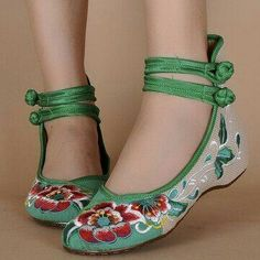 Sandals Summer - Hot-sale Floral Print Color Match Chinese National Wind Style Vintage Button Flat Shoes - NewChic - There is nothing more comfortable and cool to wear on your feet during the heat season than some flat sandals. Cute Shoes, Me Too Shoes, Low Heel Shoes, Flat Shoes, Women's Shoes, Flat Sandals, Wedge Heels, High Heels, Dress Shoes