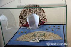 Fan, buttons and kokoshnik that belonged to Catherine II of Russia
