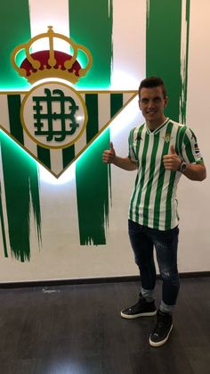 Lo Celso❤ Now he plays at Real Betis Captain America, Hot Guys, Pokemon, Soccer, Football, Superhero, Movie Posters, Movies, Fictional Characters