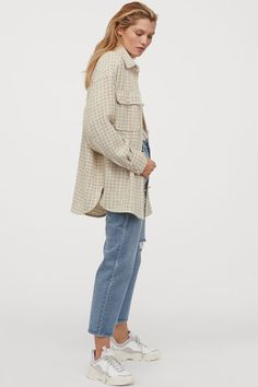 Oversized shirt jacket in woven, textured fabric. Dropped shoulders and long sleeves Fashion Art, World Of Fashion, Hijab Fashion, Fashion Outfits, Boyfriend Jeans, Chemise Fashion, Tweed, Oversized Shirt, Check Shirt