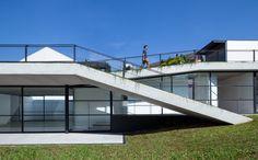 Galeria De Casa Verde Amz Arquitetos 1 In 2020 Green Roof House Architecture Architecture House