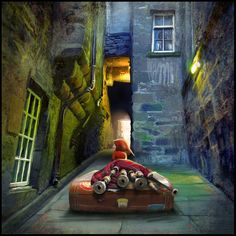 """Bagpiper From Trunks Close"" Edinburgh, Scotland, Matylda Konecka, www.matyldakonecka.com  #matyldakonecka  #Edinburgh  #Scotland  #art  #illustration  #colours  #bagpipes  #bagpiper  #closes"