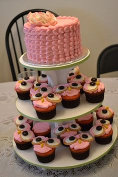 I want this centerpiece to put the cake and rest of cupcakes. I want these in turquoise and choral colors.