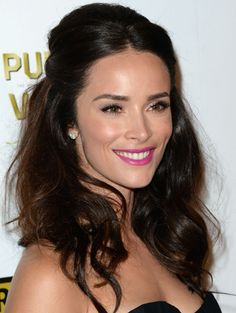Actress Abigail Spencer opted for textured curls, which she pulled away from her face. Hot-pink lipstick made her beauty look pop. Celebrity Hairstyles, Messy Hairstyles, Wedding Hairstyles, Abigail Spencer Hair, Mocha Brown Hair, Wedding Hair Colors, Wedding Stuff, Wedding Ideas, Hot Pink Lipsticks